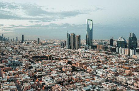 السعوديون يأخذو المبادرة في سوق النفط بخفض مفاجئ للإنتاج