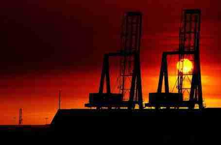 النفط يقترب من 100 دولار، من المرجح استمرار ازدهار السلع: منتدى قطر