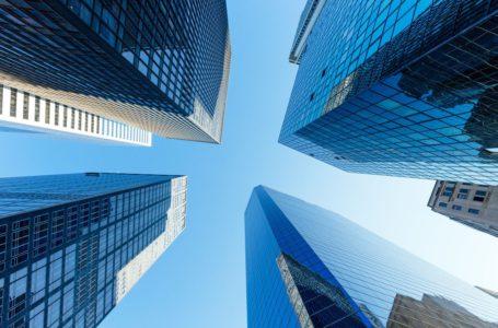 وول ستريت تتراجع أمام اندفاع صناديق الاستثمار المتداولة بقيمة 500 مليار دولار