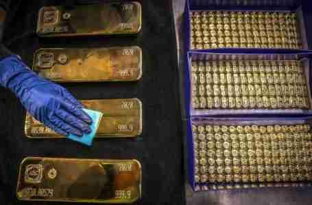بعد عام من الارتفاع القياسي للذهب، استمرت الأسعار في الانخفاض