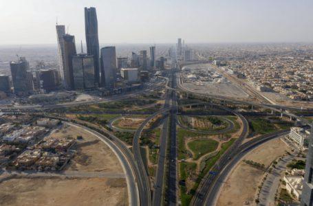 الزيادات الضريبية وكوفيد لا يمكنها منع السعوديين المحاصرين من الإنفاق