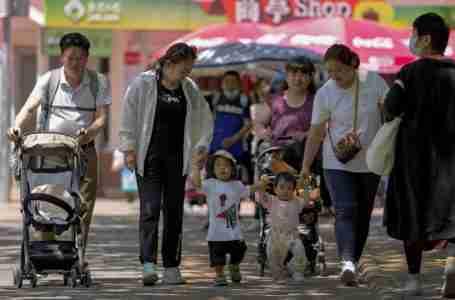 هل يمكن للديون المنزلية المتزايدة في الصين أن تهدد رؤية بكين للنمو الذي يقوده المستهلكون؟