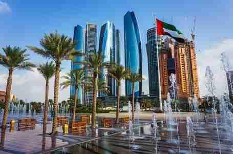 الإمارات تفتح أبوابها للسفر لجميع الوافدين والسياح الذين تلقوا اللقاحات وتعزز السياحة