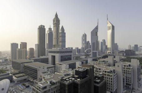 الاقتصاد السعودي غير النفطي ينمو بوتيرة أبطأ وسط انخفاض الصادرات
