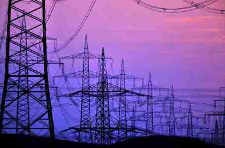 مصر والسعودية ترسيان عقدي ربط شبكات الكهرباء